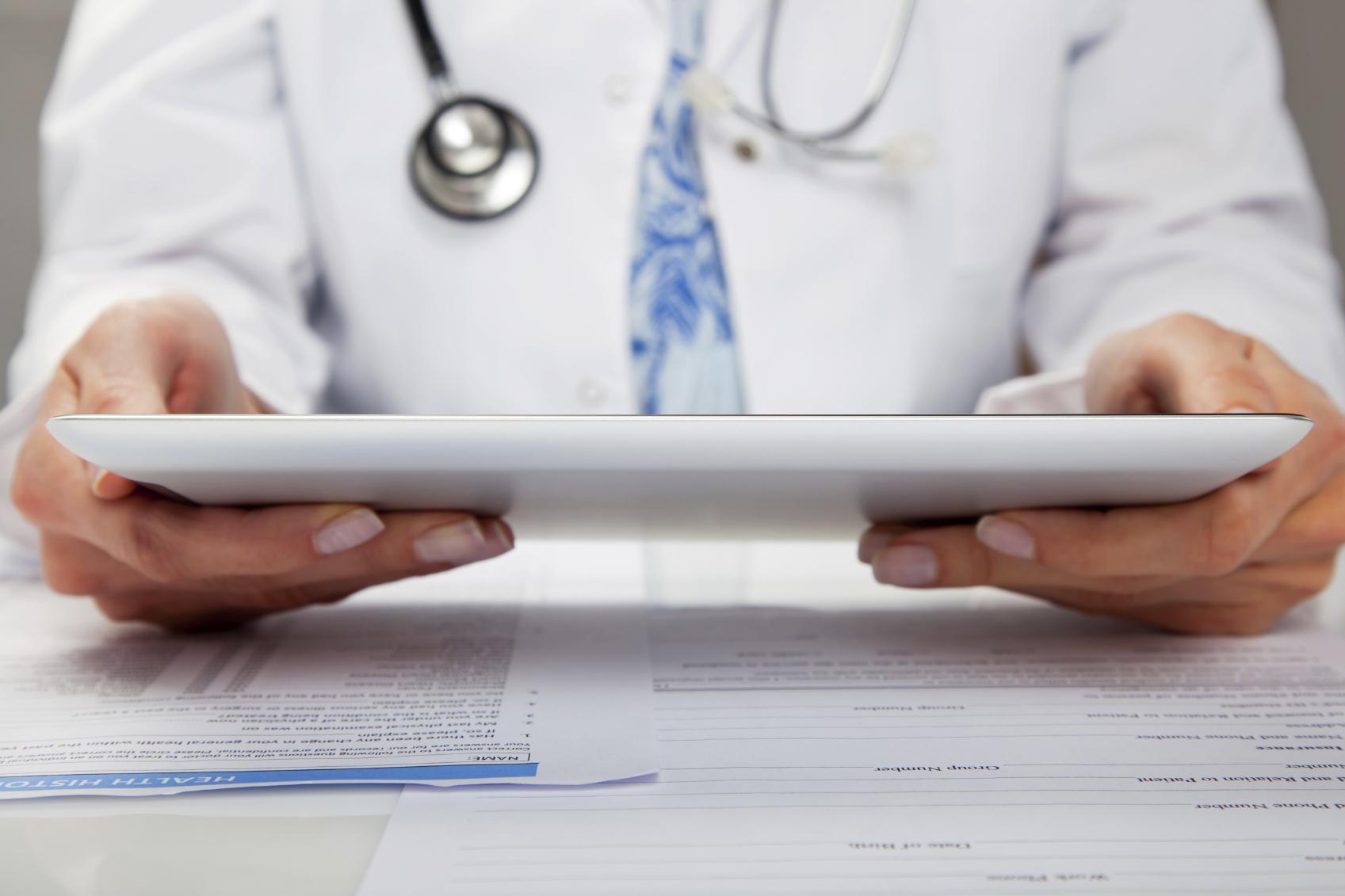 iStock_000022075098Medium_Woman-with-Tablet